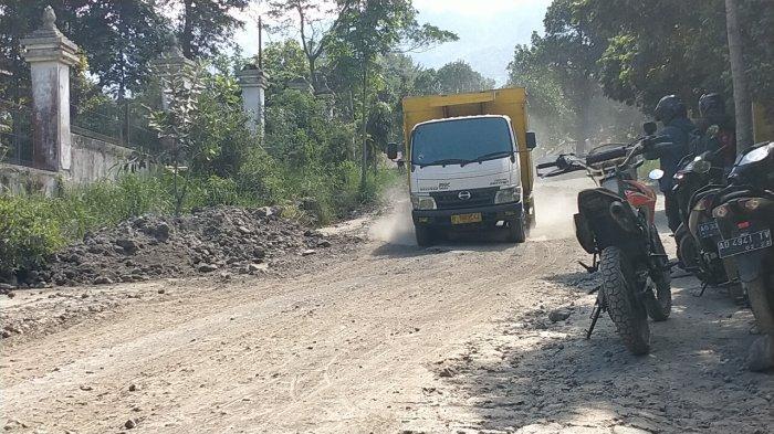 Setiap Hari Dilewati 250 Truk Pasir, Jalur Evakuasi Jika Gunung Merapi Meletus di Klaten Rusak Parah
