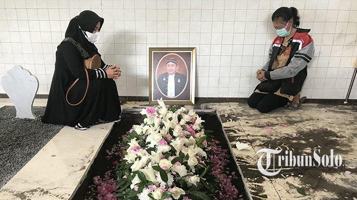 Cerita Penggali Kubur Makam Pemilik Batik Danar Hadi Santosa Doellah: Semua Lancar, Tak Ada Halangan