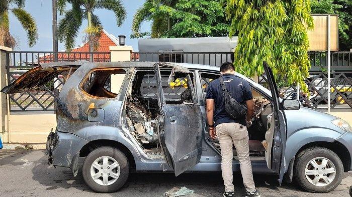Penampakan mobil Daihatsu Xenia bernomor polisi AD-1526-EA usai dilakukan olah forensik di Polres Sukoharjo, Rabu (21/10/2020).