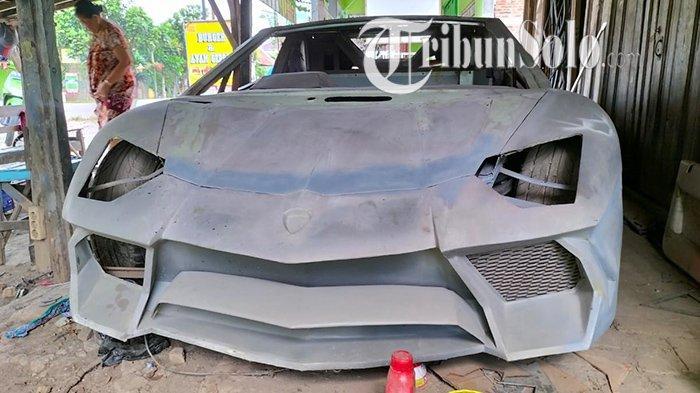 Penampakan mobil Honda Accord Maestro tahun 1990 diubah jadi Lamborghini Aventador LP-750-4 Superveloce oleh pemilik bengkel Supriyanto di Jalan Gabugan-Sragen, di Dukuh Margorejo, Desa Jono, Kecamatan Tanon, Minggu (26/9/2021).
