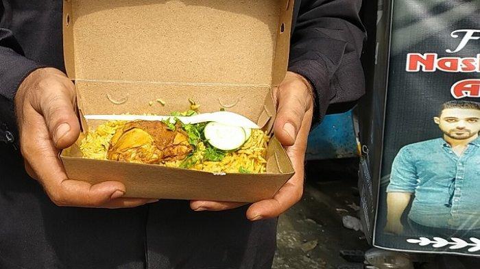 Penampakan Nasi Ayam Biryani atau Kebuli yang dijual Jehad Mohammed ditemui indekosnya di Keprabon Lor, Kelurahan Keprabon, Kecamatan Banjarsari, Kota Solo, Sabtu (23/1/2021).