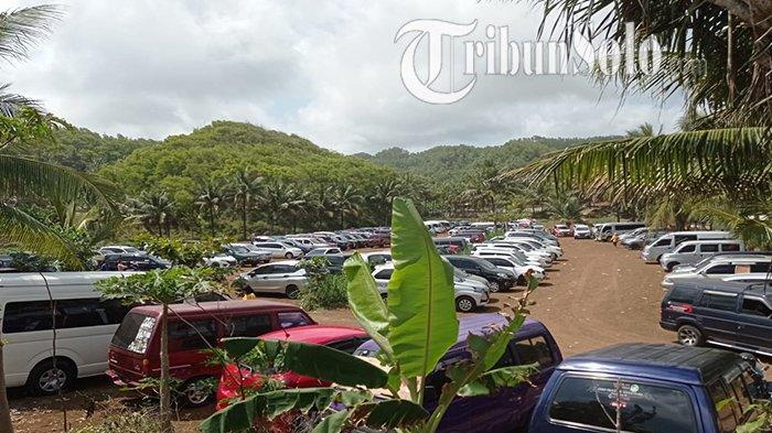 Foto-foto Keindahan Pantai Nampu Wonogiri & Membludaknya Wisatawan, Parkiran Pun Bak Pabrik Mobil
