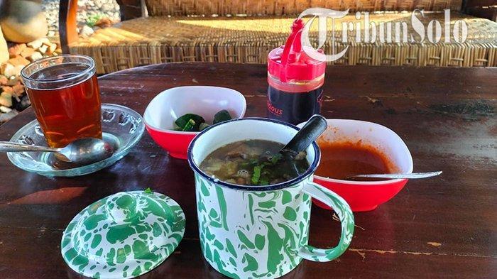 Sensasi Makan Soto Tak Biasa di Colomadu : Bukan Mangkuk, Tapi Pakai Cangkir Blirik, Begini Rasanya