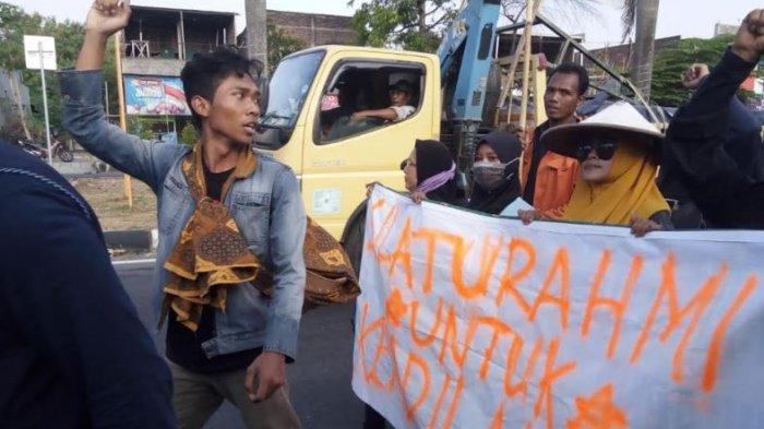 Dihadang Polisi, Pendemo PT RUM Gagal Bertemu Sujiatmi, Ibu Jokowi, di Solo