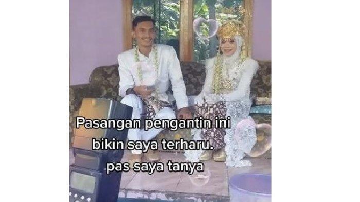 Pengantin menikah tanpa pelaminan.