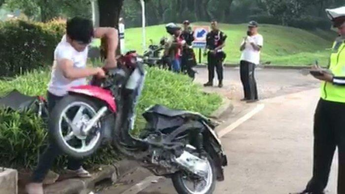 Tak Terima Ditilang Polisi, Pria Ini Marah-marah dan Hancurkan Motornya Sendiri