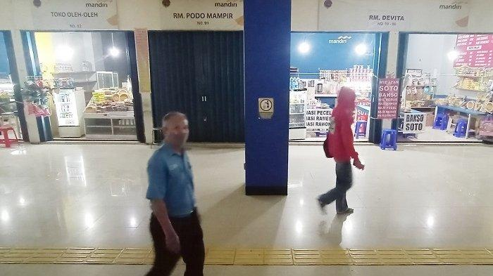 Larangan Mudik, Penjual Makanan Terminal Tirtonadi Solo Gigit Jari : Tidak Bisa Beli Baju Buat Anak