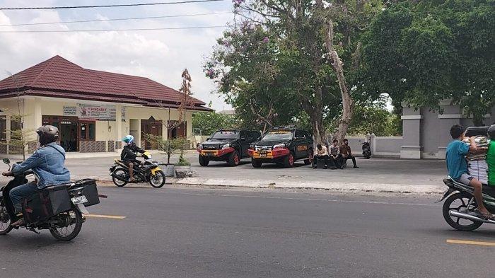 Ini Makam yang Diziarahi Presiden Jokowi di TPU Bonoloyo Solo : Makam Keluarga Sang Istri Iriana