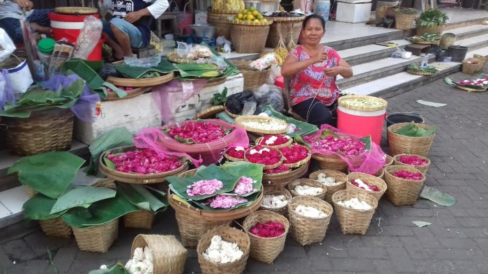 Penjual Bunga Tabur di Pasar Kembang Solo Bersaing dengan Penjual di Kampung-kampung