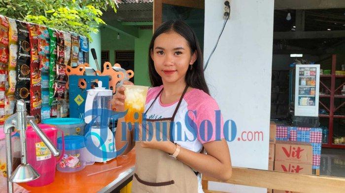 Kisah Via Gadis Cantik asal Sragen, Dulu Model Kini Jualan Es Degan: Pandemi Banyak Job di Cancel