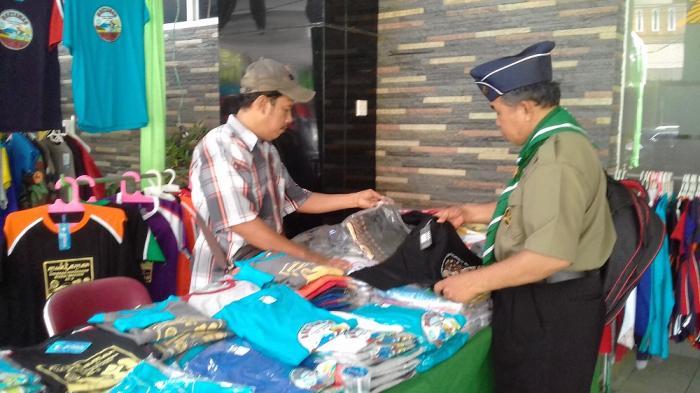 Penjual Suvenir di Sekitar Muktamar Ke-3 Hizbul Wathan di Solo Panen Rejeki