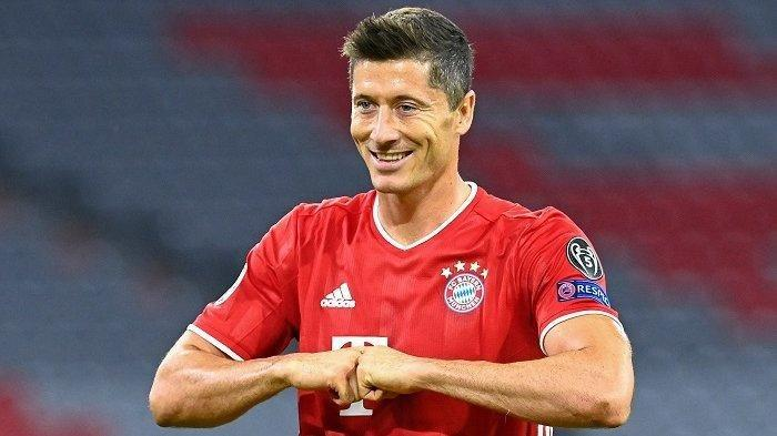 Penyerang Bayern Munchen Robert Lewandowski merayakan gol pertama timnya selama Liga Champions UEFA, babak kedua babak 16 besar, pertandingan sepak bola FC Bayern Munich v FC Chelsea di Munich, Jerman selatan pada 8 Agustus 2020. Tobias SCHWARZ / AFP