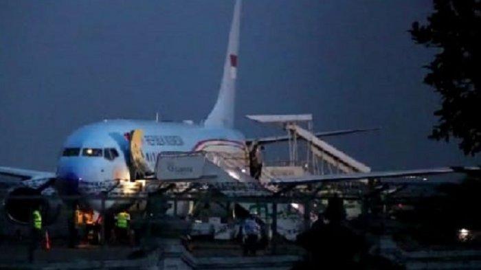 Presiden Jokowi Tiba di Bandara Solo seusai Kabar Sang Ibunda Meninggal Dunia