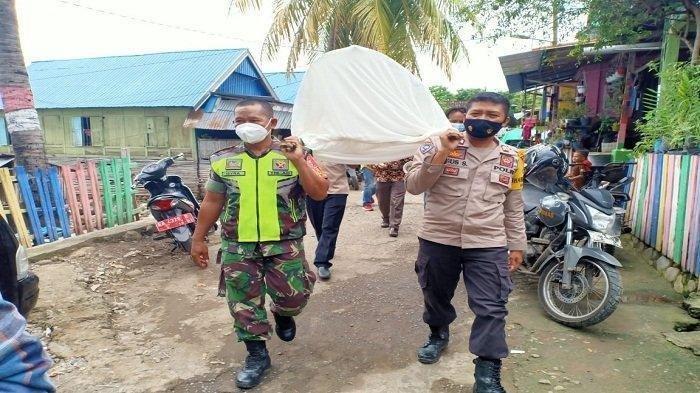 Cara Unik Sosialisasi Cegah Covid-19 di Lombok: Petugas Arak Keranda Mayat Keliling Kampung
