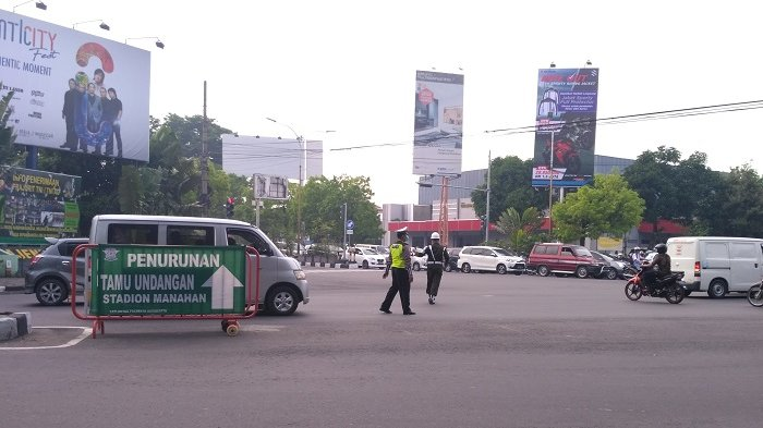Jelang Ijab Kahiyang-Bobby, Belasan Petugas Gabungan Berjaga di Persimpangan Manahan Solo