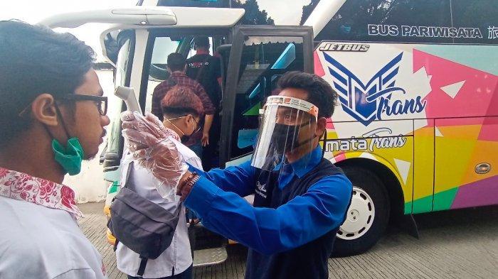 Tips Aman Naik Kendaraan Umum di Tengah Pandemi Menurut Menhub Budi Karya