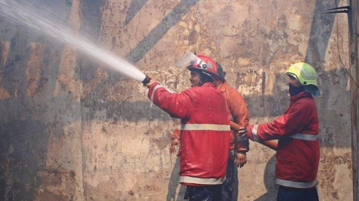 Tak Ada Korban Jiwa, Kebakaran di Perumahan Dosen UNS Solo Diduga Karena Korsleting Listrik