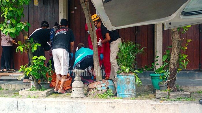 Dikira Tertidur, Pria di Depan Toko Pasar Triwindu Solo Ternyata Tewas, Diduga Kena Serangan Jantung