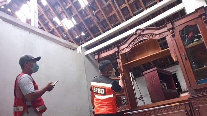 Lagi Asyik Menonton TV di Siang Bolong, Rumah Warga Sragen Disambar Petir, Untung Nyawa Selamat