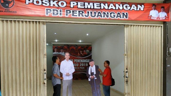 Replika Jokowi-Ma'ruf Ikut Dipasang di Posko Pemenangan, Berhadapan dengan Posko BPN Prabowo-Sandi