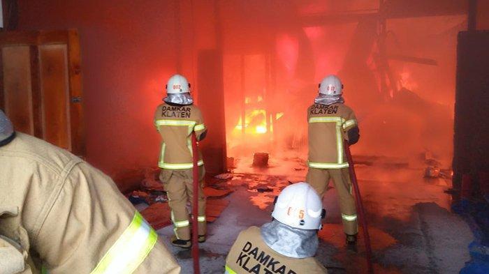 Pabrik Makanan Ringan Klaten Terbakar Hebat, Dipicu Mesin Penggorengan, Kerugian Rp 1 Miliar