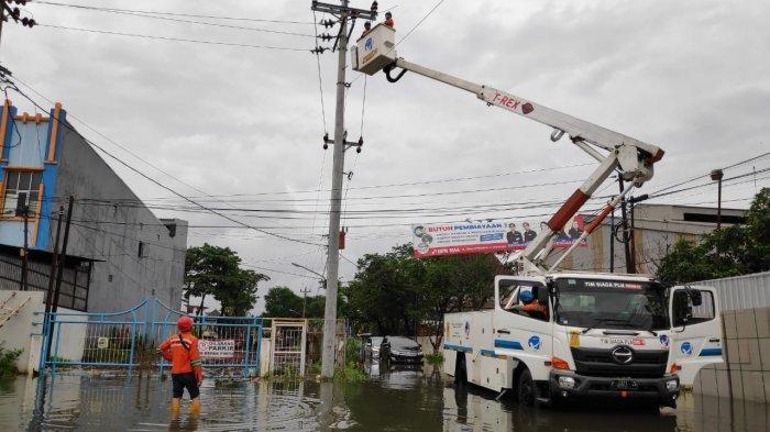 Pasca Banjir, PLN Berhasil Pulihkan Sebagian Listrik di Semarang