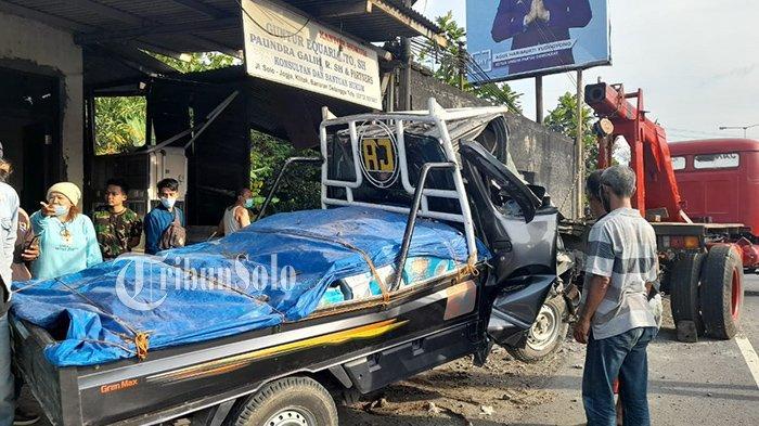 Mobil Pikap Hantam Rumah di Klaten, Pagar Rumah Jebol: Terperosok ke Halaman