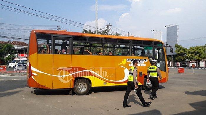 Tak Hanya Pemudik, Penumpang Bus Berisi Pelayat Asal Kartasura juga Kena Razia Antigen di Sukoharjo