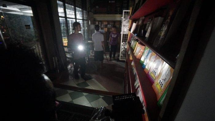 Toko Buku di Surabaya Dibobol Maling, Ditemukan Jejak Kaki, Pelaku Berhasil Kabur Lewat Atap