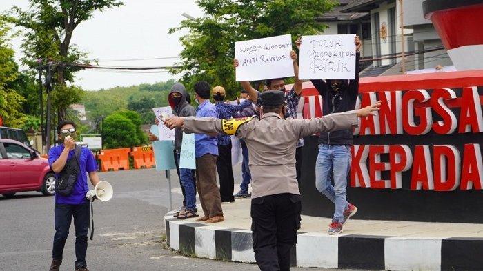 Tak Berizin, Polisi Bubarkan Paksa Demo Menolak Rizieq Shihab di Patung Soekarno Wonogiri