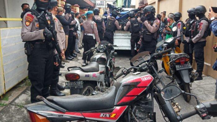 Warga Kaget Polisi Grebek Rumah di Laweyan Solo, Isinya Puluhan Motor Jadul Langka Incaran Kolektor