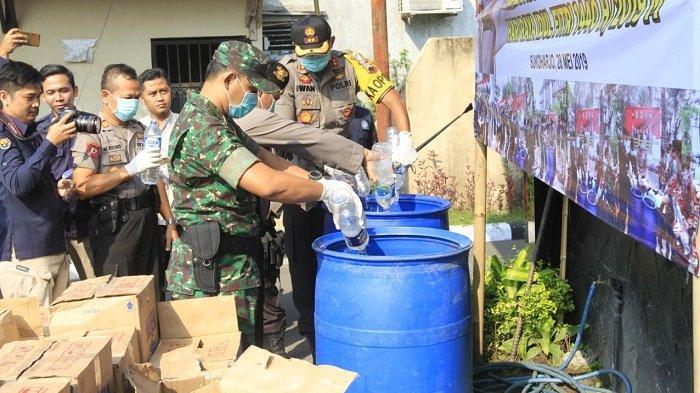 1.600 Liter Ciu Oplosan Dimusnahlan Polres Sukoharjo