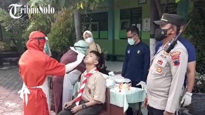 Antisipasi Munculnya Klaster PTM, Puluhan Siswa di Gatak Sukoharjo Jalani Swab Antigen