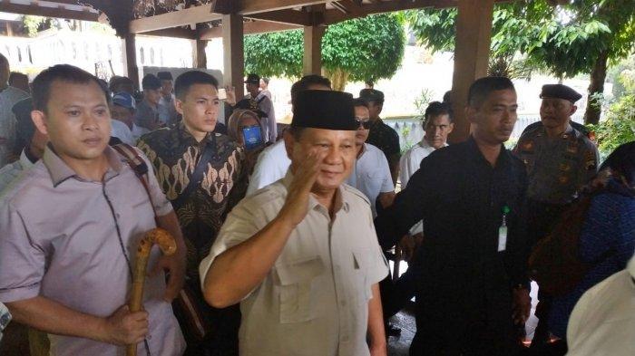 Prabowo Subianto DitemaniDidit Hediprasetyo Masuk ke Makam Soeharto untuk Tahlil dan Nyekar