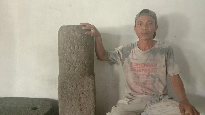 Viral, Warga Klaten Temukan Prasasti Kuno di Belakang Rumahnya yang Roboh