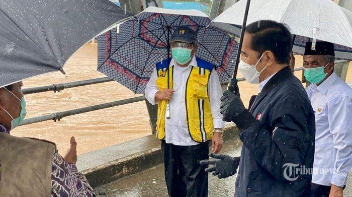 Keras! Walhi Kritik Jokowi yang Tinjau Banjir: Kalau Cuma Salahkan Hujan, Mending Tak Usah ke Kalsel