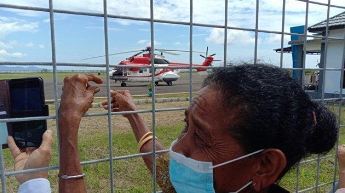 Girangnya Warga Lembata Sambut Presiden Jokowi: Jalan Pelan-pelan Pak, Kami Ingin Lihat Wajah Bapak