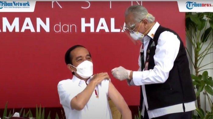 Presiden Jokowi menjadi orang pertama yang menjalani vaksinasi menggunakan vaksin Sinovac yang dilakukan pagi ini, Rabu, 13 Januari 2021 di Istana Negara.