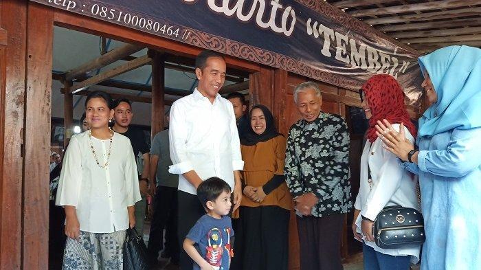 Makan Siang di Mbah Karto Tembel Sukoharjo, Jokowi: Saya Sudah Habis Empat