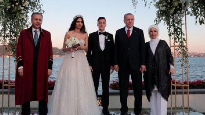 Tunjuk Presiden Turki Erdogan Menjadi Pendamping Pernikahannya, Mesut Ozil Tuai Kritikan