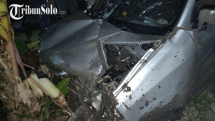 Tengah Malam Mobil Hyundai Atoz Tabrak Kuburan di Tasikmadu Karanganyar, Ternyata ini Penyebabnya