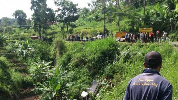 Pulang Ngopi dari Tawangmangu, Pemuda Asal Sukoharjo Alami Kecelakaan, Mobilnya Terperosok Jurang