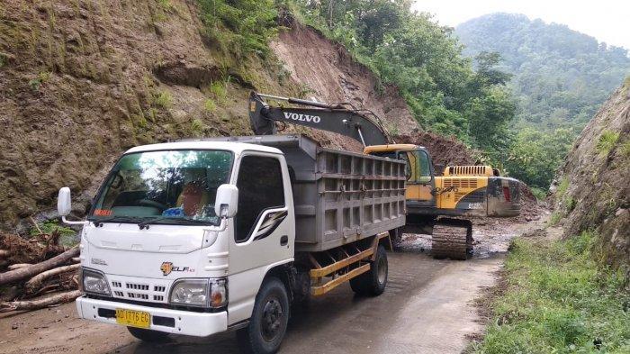 Buka Jalan Longsor di Jalur Lingkar Kota (JLK) Wonogiri, BPBD Turunkan 3 Alat Berat