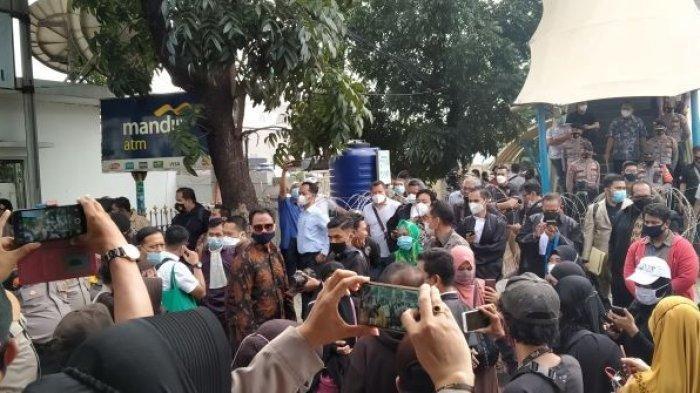 Massa Habib Rizieq Tolak Dites Antigen, Simpatisan Ada yang Teriak: Gue Bukan Binatang, Gue Manusia