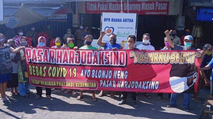 Puluhan Pedagang Pasar Harjodaksino Deklarasikan Pasar Bebas Covid-19