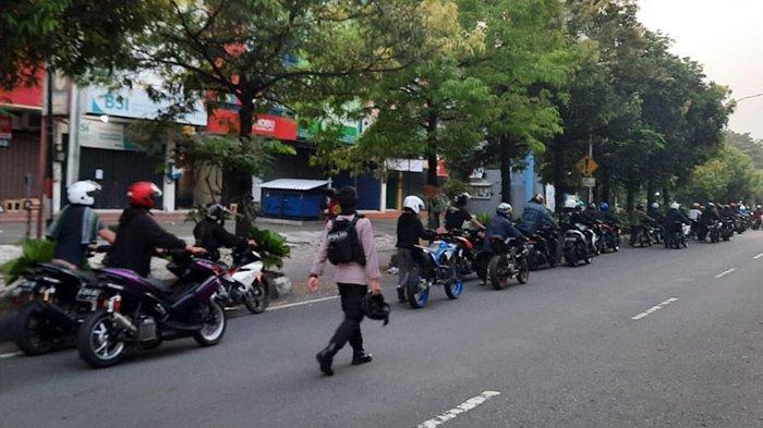 Puluhan Remaja Dorong Motor dari SPBU Manahan ke Polresta Solo, Ketahuan Pakai Knalpot Brong