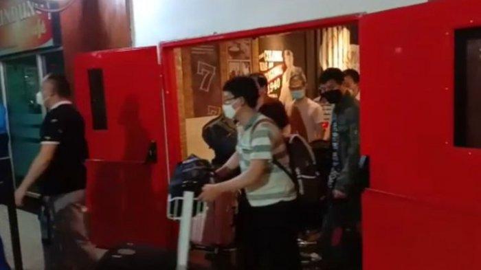 Viral Video Rombongan WN China Bermasker di Bandara Kendari, Begini Penjelasan Pihak Kemenkumham
