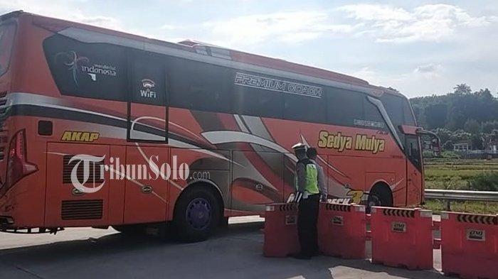 Belasan Pemudik Diturunkan dari Bus di Exit Tol Boyolali, Jalani Swab Test Antigen
