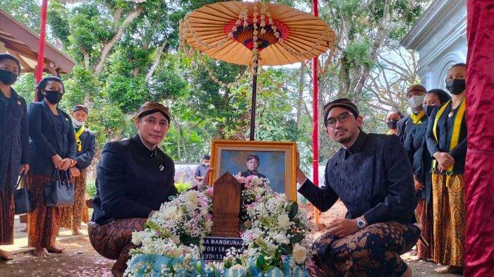 Putra KGPAA Mangkunegara IX, GPH Paundrakarna Sukma Putra, dan GPH Bhre Cakrahutomo Wira Sudjiwo.