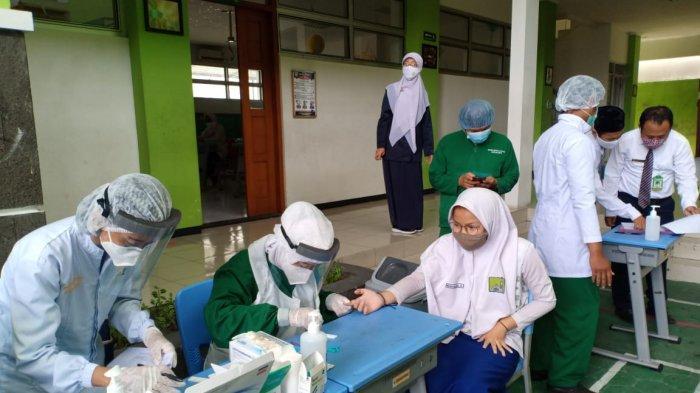 Pembelajaran Tatap Muka di Solo, Komisi IV DPRD Cek Tempat Cuci Tangan & Persediaan Hand Sanitazer